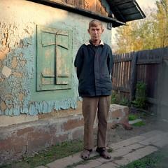 Farmers. East. 1997. (juri_nesterov) Tags: kodak 100asa village rolleiflex 35f lugansk region ukraine serie film