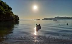 amanhecer em Paraty (Jakza) Tags: nascerdosol mar praia azul contraluz