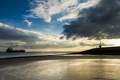 Westerschelde bij Kruiningen (Omroep Zeeland) Tags: westerschelde kruiningen slik wolken wolkenlucht scheepvaart zonsondergang sunset kustlicht