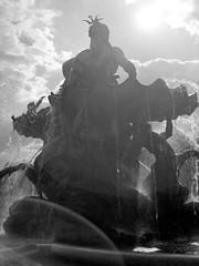 Neptunbrunnen (ucn) Tags: 9x12 berlin mitte tessar135cmf45 zeissikondonata2277u neptunbrunnen backlight gegenlicht fountain fomafomapan200 brunnen