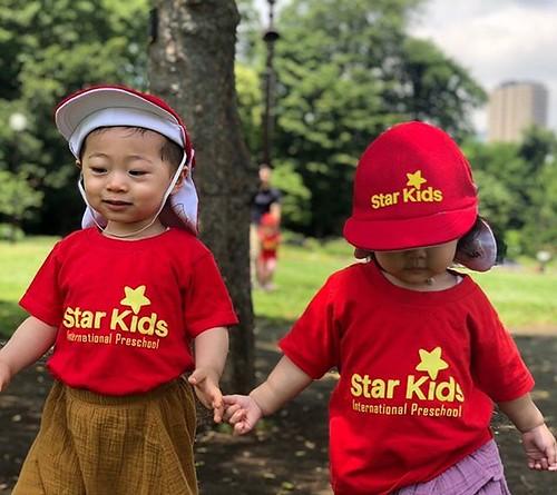 """I'm so happy that you're my friend."" 💕 #daycare #preschool #kindergarten #bff #tokyo #shibapark #holdinghands #outdoors #東京 #芝公園 #手を繋ぐ #かわいい💕 #外遊び"