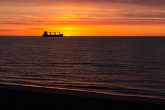 Digue du Braek (videostrains) Tags: coucher soleil sunrise digue braek dunkerque grande synthe mer nord cargo usines arcelor plage beach