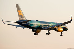 TF-FIU (Andras Regos) Tags: aviation aircraft plane fly airport lhr egll heathrow approach landing icelandair boeing 757 b752 757200 speciallivery heklaaurora auroraborealis sunset
