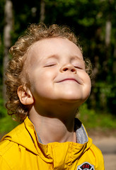 Happy boy basking in the sun in cold russian summer     XOKA2957bs (Phuketian.S) Tags: boy child happy sun russia summer portrait русский портрет мальчик солнце ребенок лето загар загарать счастье счастливый россия sunbathe phuketian people curly кудрявый