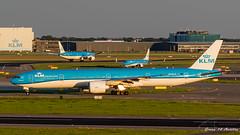 KLM B777 (Ramon Kok) Tags: amsterdam airplane airport aircraft airline airways airlines 777 ams amsterdamairportschiphol 777300er avgeek 77w avporn blue holland aviation nederland thenetherlands boeing klm kl schiphol noordholland schipholairport eham boeing777 royaldutchairlines boeing777300er koninklijkeluchtvaartmaatschappij luchthavenschiphol phbvo