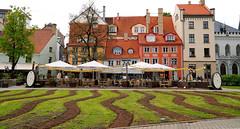 Downtown Riga, Latvia (mandalaybus) Tags: riga latvia architecture building buildings ledifice lesedifices garden gardens 5photosaday