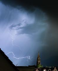#Lightningstrike in #Stuttgart  Taken with: #Sony #a7iii #Fe-24-105  #Blitz #weather #lightning #thunderstorm #cloud #longtimeexposure #nacht #langzeit #photography (matthias schroers) Tags: sony lightning a7iii longtimeexposure stuttgart nacht lightningstrike cloud langzeit blitz weather thunderstorm photography fe