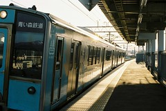 Into the sunset (しまむー) Tags: pentax mz3 fa 43mm f19 limited kodak gold 200 弘前城 桜祭り