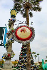 Tropical Santa (jenelle.melchior) Tags: santa vintage decorations christmas palm tree tinsel hollywood studios december winter disney disneyworld canon lamppost