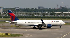 N177DZ AMS 240619 (kitmasterbloke) Tags: ams schiphol amsterdam airliner holland jet