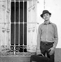 Sombrero negro (Marcos Núñez Núñez) Tags: street streetportrait national blackandwhite 120 120mm 6x6 analog analógico film filmphotography streetphotographer méxico oaxaca tuxtepec retrato fotografíacallejera blancoynegro bw