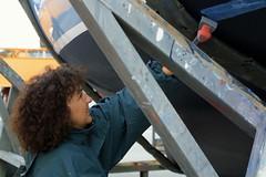 femme au travail (sophia.alachouzos) Tags: femme ouvrire travail chantier chantiernaval bateau plaisance coque rparation entretien racler nettoyer france