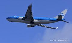 KLM A330 ~ PH-AOB (© Freddie) Tags: aruba oranjestad klm airbus a330 a332 phaob aua tnca tncaaua fjroll ©freddie