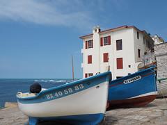 Le Port de Guethary (DaveKav) Tags: guethary port boat house white bluesky coast coastal france basque paysbasque