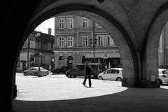 Jarosław Rynek Podcienia IMG_2461.jpg bw (david.neville2776) Tags: jarosław podkarpackie rynek podcienia arcade pedestrian sunlight shadow arches bw