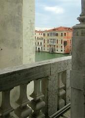 Angle mort à Venise (Robert Saucier) Tags: venise venice venezia building architecture ciel sky nuages clouds img9713 eau water canal