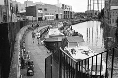 Jogging at the canal (titan3025) Tags: leica m6 leicam6 ilford hp5 ilfordhp5 analog film london 2019