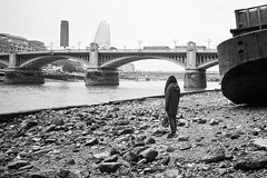 Low tide on river Thames (titan3025) Tags: leica m6 leicam6 ilford hp5 ilfordhp5 analog film london 2019