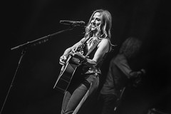 SHERYL-44 (Gig Junkies) Tags: 2019 audleyfreed colinmacleod concert concertphotos concerts frankralph gigjunkies gigphotos gigreviews gigs live lowrytheatre music peterstroud photos reviews salford sherylcrow pics pictures review setlist