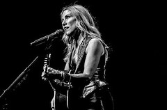 SHERYL-T (Gig Junkies) Tags: 2019 audleyfreed colinmacleod concert concertphotos concerts frankralph gigjunkies gigphotos gigreviews gigs live lowrytheatre music peterstroud photos reviews salford sherylcrow pics pictures review setlist