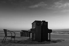 Concert at Sea (Pieter Musterd) Tags: piano stoel zuiderstrand hetstillestrand sunset pietermusterd musterd canon pmusterdziggonl nederland holland nl canon5dmarkii canon5d denhaag 'sgravenhage thehague lahaye