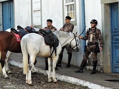 Polícia Desmontada (L. Felipe Castro) Tags: police minas gerais brazil horse mounted desmounted cop mariana