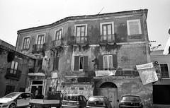 Piazza villaroja Crotone (michele.palombi) Tags: calabria oldtown analogicshot film35mm italy south crotone piazzavillaroja fomapan400
