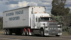 Rollin' in to Yass (7 of 10) (Jungle Jack Movements (ferroequinologist) all righ) Tags: white 9000 atkinson 4870 for ltl riverina fragile freighters international ford 8000 c1800 cd140 dodge d5n 300 series table top flat bed flatbed tray highway hauling haulin hume sydney 2019 yass classic historic vintage veteran vehicle hp horsepower big rig haul trucker drive transport lorry hgv nose semi trailer deliver cargo interstate articulated load freighter ship motor engine power teamster tractor prime mover diesel injected driver cab wheel usa england hard hotties older f