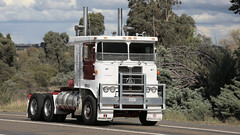 Rollin' in to Yass (6 of 10) (Jungle Jack Movements (ferroequinologist) all righ) Tags: white 9000 atkinson 4870 for ltl riverina fragile freighters international ford 8000 c1800 cd140 dodge d5n 300 series table top flat bed flatbed tray highway hauling haulin hume sydney 2019 yass classic historic vintage veteran vehicle hp horsepower big rig haul trucker drive transport lorry hgv nose semi trailer deliver cargo interstate articulated load freighter ship motor engine power teamster tractor prime mover diesel injected driver cab wheel usa england hard hotties older f