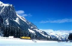 460 114  Kandersteg  14.03.98 (w. + h. brutzer) Tags: kandersteg eisenbahn eisenbahnen train trains schweiz switzerland railway elok eloks lokomotive locomotive zug 460 sbb webru analog nikon