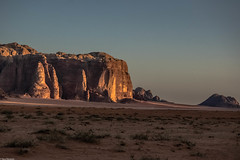 Of landscapes and mountains II (Vagabundina) Tags: desert sand sandstone mountains walls cliffs sun sunset goldenhour jordan wadirum sky summer travel adventure explore nikon nikond5300 dsrl ladnscape scenery nature outdoor atmosphere