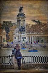 (162/19) Un momento de descanso (Pablo Arias) Tags: pabloarias photoshop ps capturanxd photomatix españa nubes cielo arquitectura estanque monumento agua parque retiro madrid