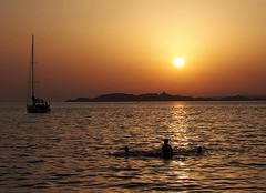 Les îles du Frioul (chriskatsie) Tags: marseille bain dames mer soleil coucher sunset sun france light lumière luz