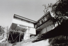 Porst SP Craig Ellwood - Smith House 6 (▓▓▒▒░░) Tags: arista edu foma fomapan bw black white monochrome wide angle vivitar lens porst slr germany photoquelle cosina csm architecture modern modernist house case study craig ellwood glass box cliff canyon analog vintgae retro classic antique film camera mechanical design style art
