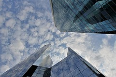 La Défense (hervétherry) Tags: france iledefrance hautsdeseine nanterre canon eos 7d efs 1022 architecture quartier affaire ladéfense défense ciel sky nuage cloud tour tower granite chassagne reflet reflection reflexion