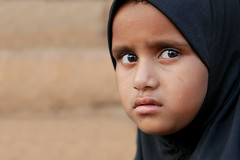 Une jeune fille comme elle... (Ma Poupoule) Tags: badami muslim musulman musulmane inde porträt portrait visage face eyes yeux voile voilée foulard india