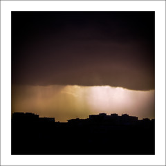 skyline (Francisco (PortoPortugal)) Tags: 1202019 20181216fpbo8878m quadrada square nuvens clouds luzes lights chuva rain sol sun horizonte skyline
