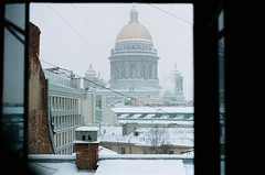 film/53 (Elizaveta Muravskaya) Tags: film filmphotography filmphoto analog analogphotography analogue analogphoto 35mm olympus om2n kodak portra400 winter snow saintpetersburg