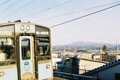 Train and mountain (しまむー) Tags: pentax mz3 fa 43mm f19 limited kodak gold 200 弘前城 桜祭り