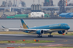 A350 VN-A894 VIETNAM AIRLINES (shanairpic) Tags: jetairliner passengerjet a350 airbusa350 tokyohaneda vietnamairlines vna894