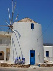 """""""Κάθε τέλειος ταξιδευτής πάντα δημιουργεί τη χώρα στην οποία ταξιδεύει..."""" ~ Νίκος Καζαντζάκης~ (fl_mala) Tags: windmill parosisland paros greece cyclades lifeisbetterontheisland life sun bluesky whiteandblue ilovegreece discovergreece wonderfulworld"""