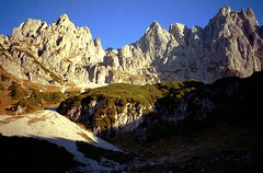 t9001011F (m-klueber.de) Tags: alpen nordalpen austria österreich tirol kaiser kaisergebirge mk1990kaiser 19901011 mk1990kaiser2 wilder obere regalm ostkaiser regalpwand regalpspitze regalpturm westliche östliche hochgrubachspitze ackerlspitze 1990 mkbildkatalog t9001011 t9001011f