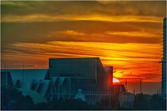 """El Alma del Ebro """"se resiste"""" al Ocaso (Fernando Forniés Gracia) Tags: españa aragón zaragoza ebro ríoebro contraluz puestadesol sunset paisaje landscape naturaleza río nubes"""