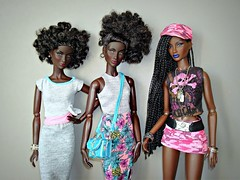 The Annik twins and her younger sister (Deejay Bafaroy) Tags: fashion royalty fr integrity toys black doll puppe barbie annik theawakening awakening nuface portrait porträt pink rosa blue blau hardrockcafe outfit cap kappe quietstorm bag tasche dress kleid turquoise türkis twins zwillinge
