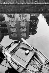 Limehouse Cut, London (a.pierre4840) Tags: olympus om3 zuiko 35mm f28 35mmfilm ilford ilfordhp5 hp5 hp5plus bw blackandwhite perspective boat canal noiretblanc reflection london england