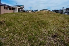 丸山古墳 (m-louis) Tags: 6713mm j5 nikon1 house japan kaizuka osaka tomb 丸山古墳 古墳 大阪 家 日本 貝塚