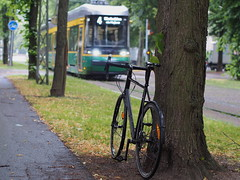 2019 Bike 180: Day 142, June 27 (olmofin) Tags: 2019bike180 finland helsinki bicycle pelagosibbo tram streetcar raitiovaunu spora spåra ratikka munkkiniemi munkkiniemen puistotie mzuiko 45mm f18