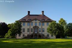 Schloß Schieder / Castle Schieder (R.O. - Fotografie) Tags: schloss schlos schieder palace castle panasonic lumix dmcgx8 dmc gx8 gx 8 outside outdoor nrw deutschland germany rofotografie sunshine mft micro four thirds 14140mm