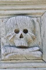 Matera, June 2019 (Waldek P.) Tags: italy włochy puglia apuglia matera town citta south południe lato miasteczko italia chiesa kościół church gate porta brama czaszka skull cranio