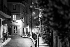 En attendant l'été liberté (Stephane Rio 56) Tags: france europe nb nuit printemps bouchesdurhone provencealpescotedazur life street bw night town spring rue ville vie blackdiamond